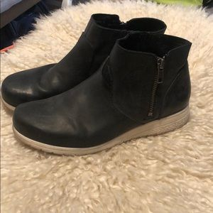 Born boot sneakers